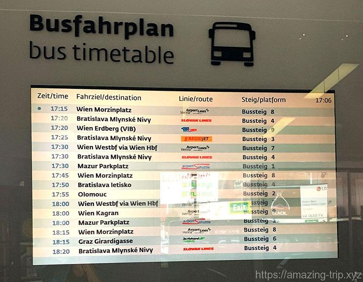 ウィーン空港 シャトルバスの電光掲示板