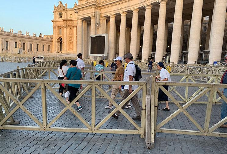 サン・ピエトロ大聖堂 入口付近の景観