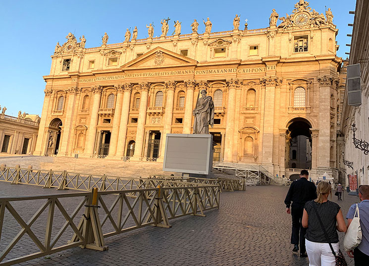 サン・ピエトロ大聖堂とクーポラ入口への順路