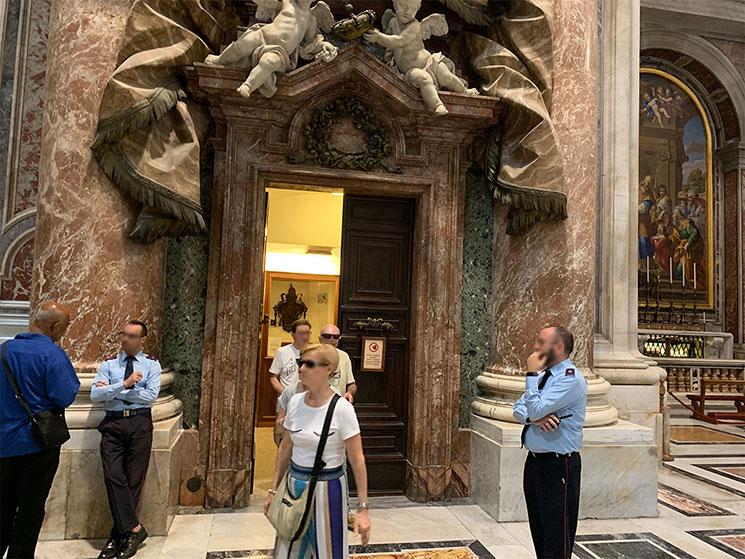 サンピエトロ大聖堂内部 クーポラの出口