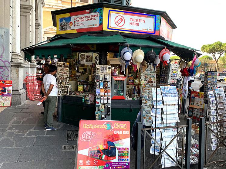 テルミニ駅近くの売店