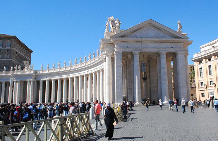 サン・ピエトロ広場 柱廊の円柱