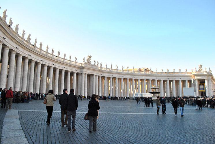 サン・ピエトロ広場と柱廊の円柱