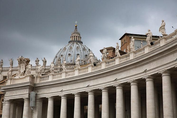 サン・ピエトロ広場 欄干の上の聖人像