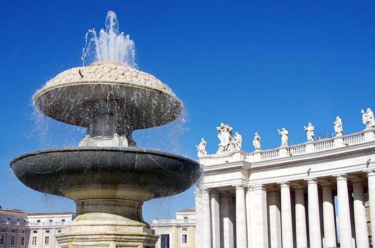 サン・ピエトロ広場の噴水