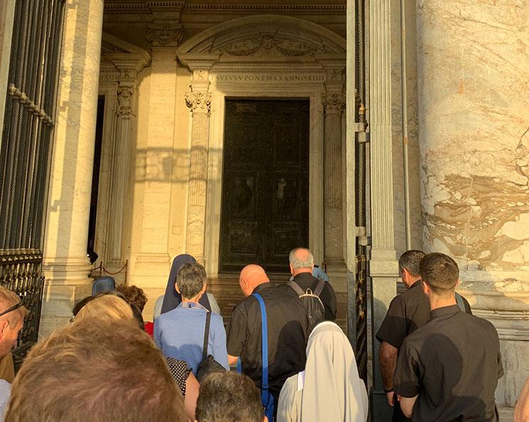 サンピエトロ大聖堂の入口