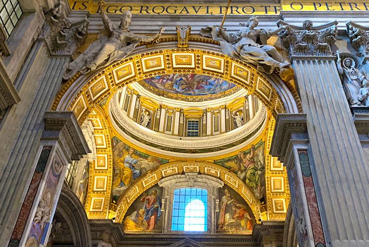 大聖堂内の装飾とモザイク画