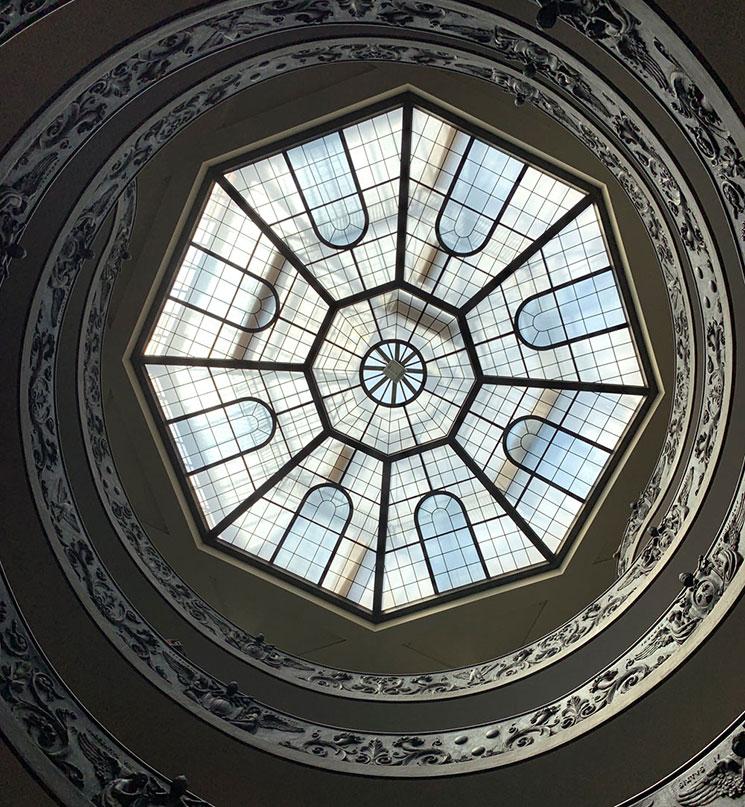 バチカン美術館 螺旋階段の八角形のガラス窓