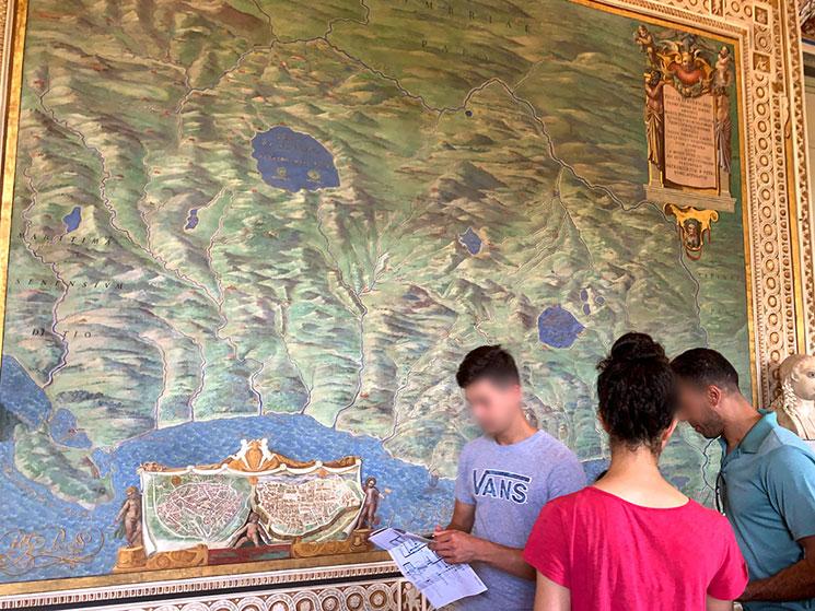 地図のギャラリー フレスコ画で描かれた壁面の地図