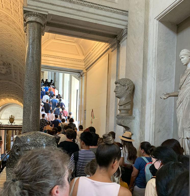 ギリシャ十字の間から燭台のギャラリーへと続く階段