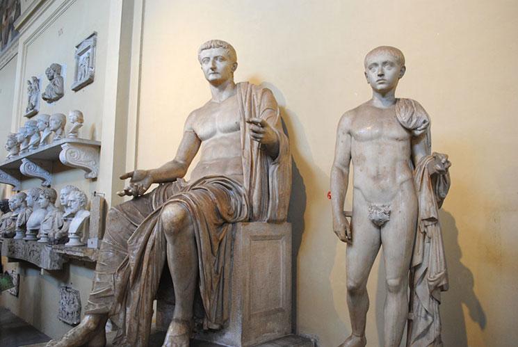 キアラモンティ美術館の彫像