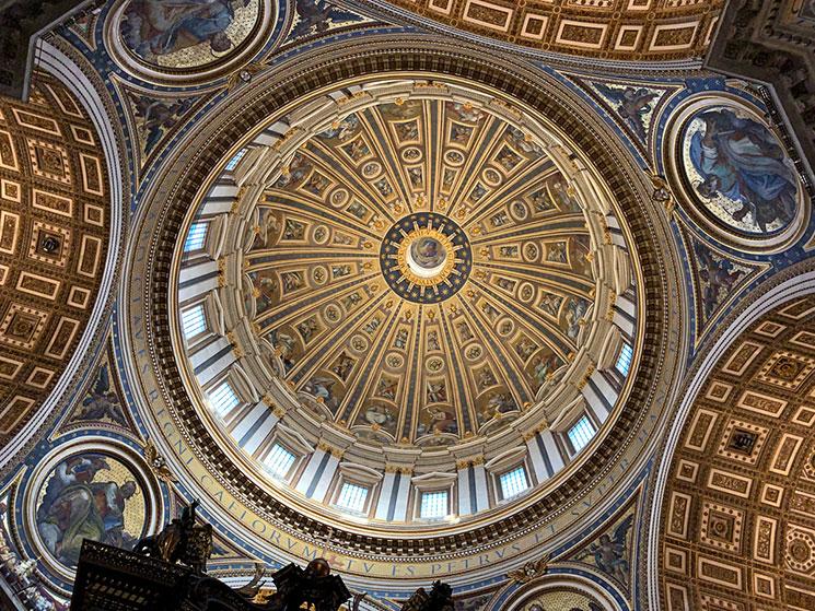 サン・ピエトロ大聖堂 クーポラの装飾と窓
