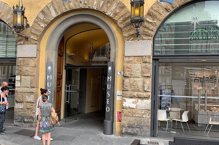 ドゥオーモ付属美術館の入口