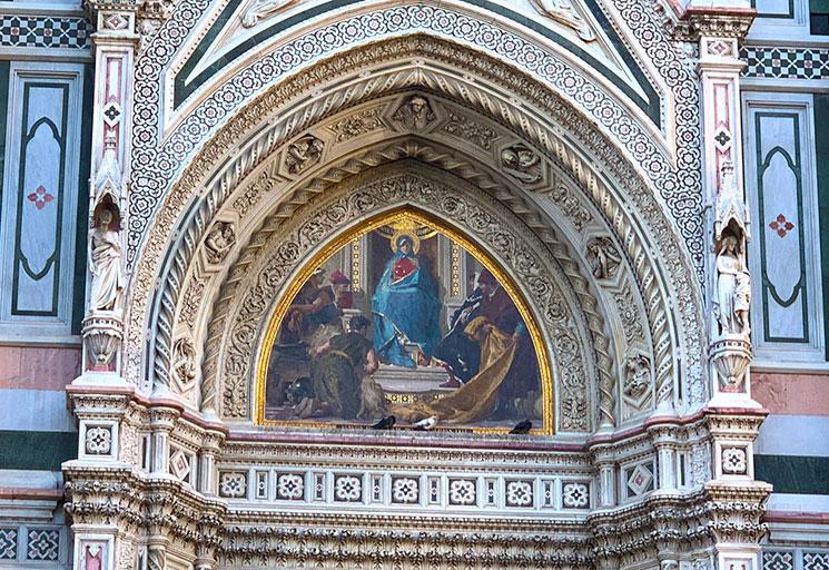 ドゥオーモ 西側ファサードのフレスコ画