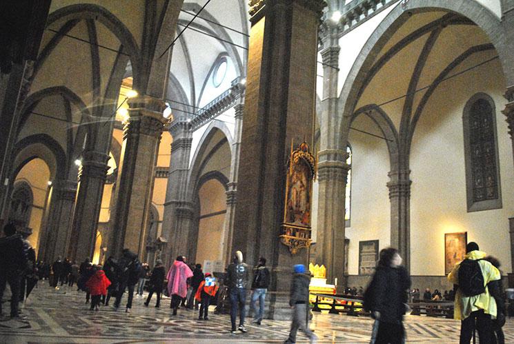 ドゥオーモ大聖堂内部の景観