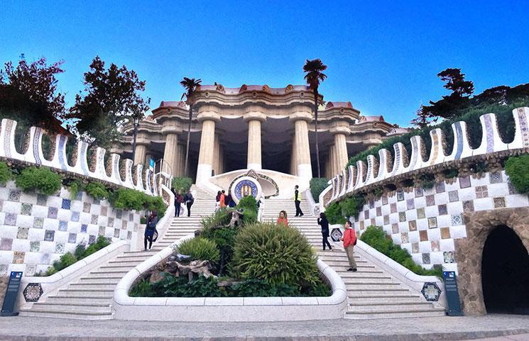 グエル公園のモニュメント階段