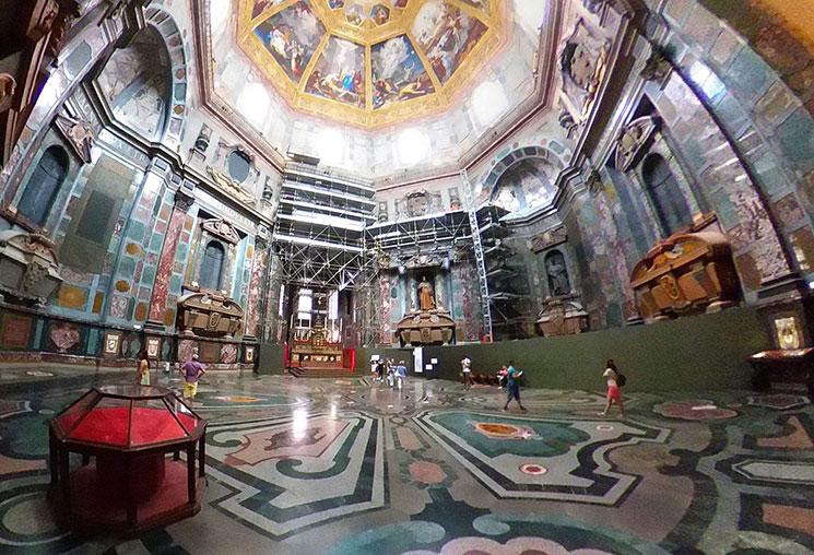 君主の礼拝堂内部の景観