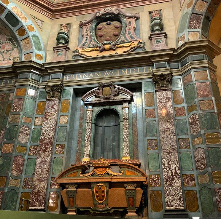 君主の礼拝堂 フェルディナンド2世の墓碑