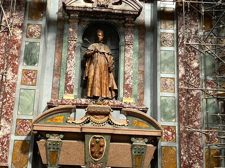 君主の礼拝堂 フェルディナンド1世の大公像