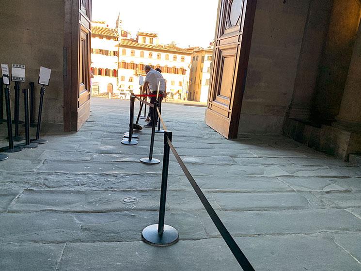 ピッティ宮殿の入口と係員
