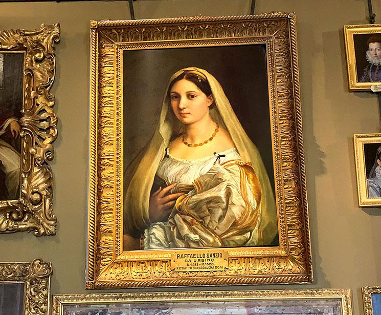 ラファエロ・サンティ作 ベールの女性