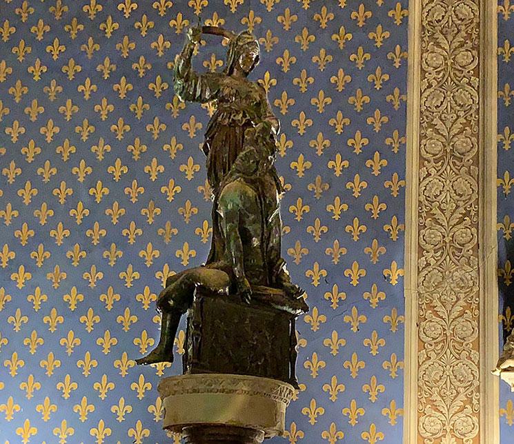 ヴェッキオ宮殿 ドナテッロ作 ユーディットとフォロフェルヌス像