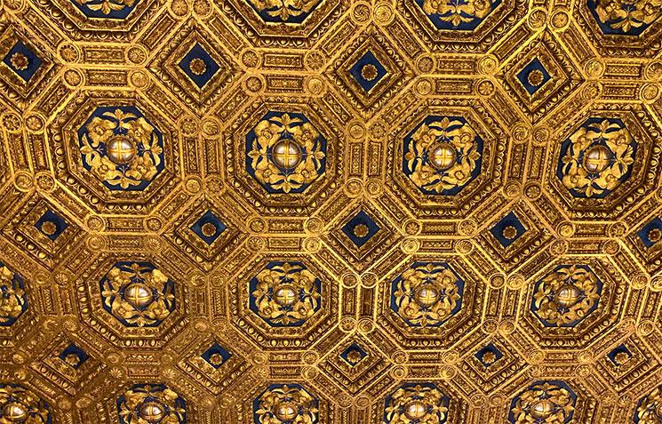 ヴェッキオ宮殿 謁見の間 金箔張りの天井