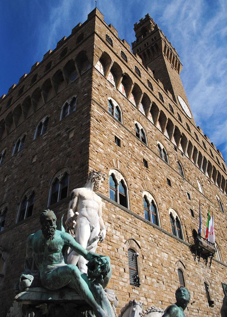 ヴェッキオ宮殿とネプチューン像