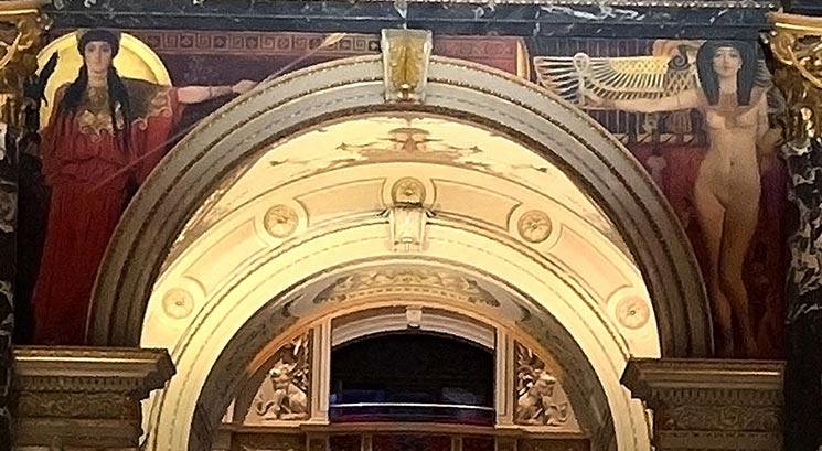 グスタフ・クリムト作の壁画 女神パラス・アテナ(左)とエジプトの裸婦(右)