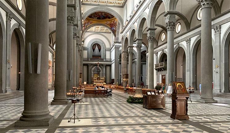 サンロレンツォ教会内部の景観