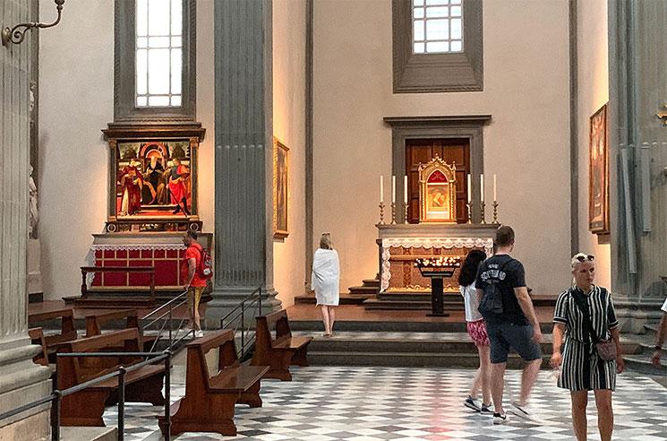 サンロレンツォ教会 側廊に並ぶ礼拝堂
