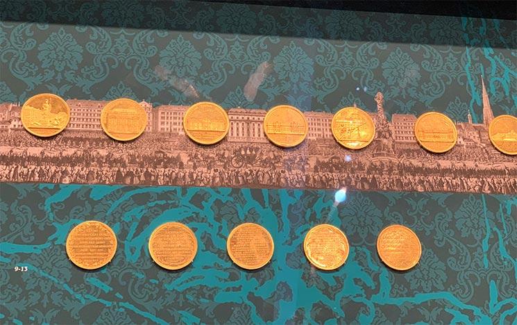 2階のコインコレクション 展示スペースの景観