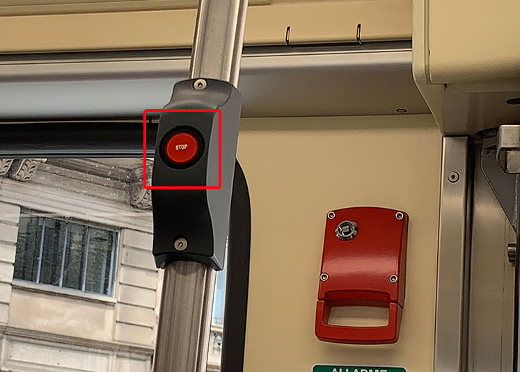 トラムの停車ボタン