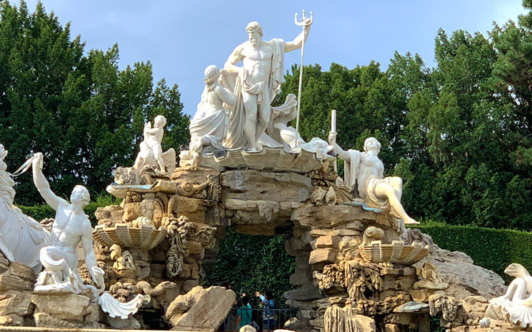 ネプチューンの噴水 彫像