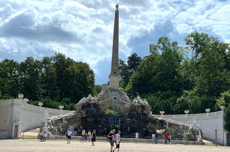 オベリスクの噴水
