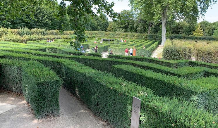 迷路庭園の景観