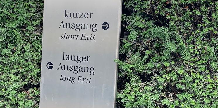 迷路庭園 コースの案内標識