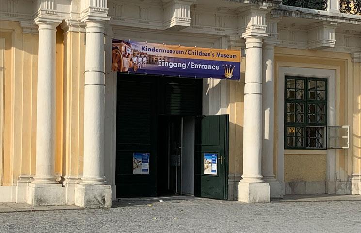 シェーンブルン宮殿 子供博物館の入口