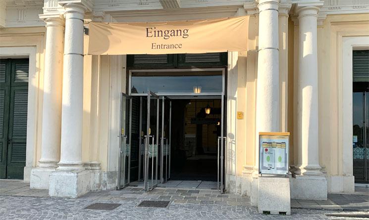 シェーンブルン宮殿内部への入口