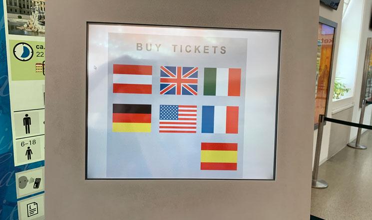 シェーンブルン宮殿の自動券売機 言語の選択画面