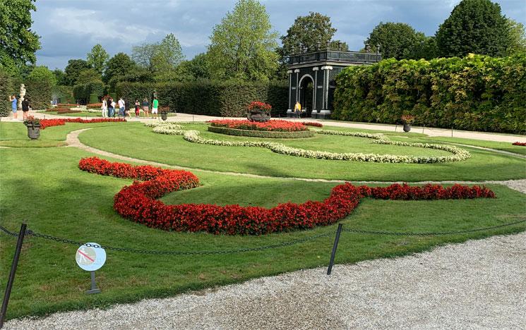 シェーンブルン宮殿内の花壇