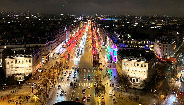 凱旋門から見るパリの夜景 シャンゼリゼ通り