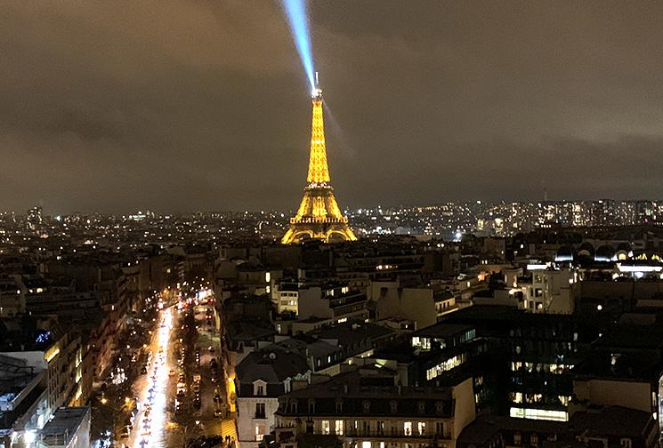 凱旋門から見るパリの夜景 エッフェル塔方面