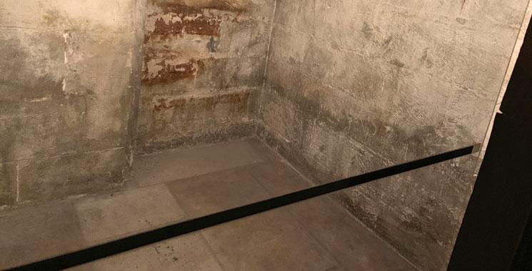 上階の通路と監房