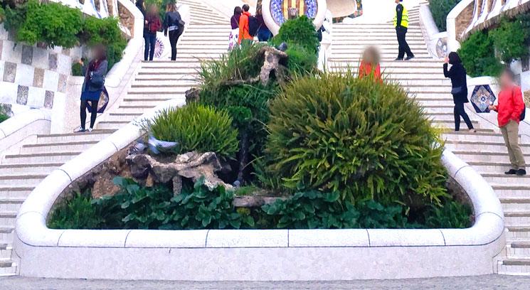 グエル公園 大階段 第1の噴水