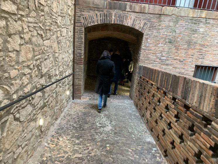 グエル邸 地下へと続くスローブ