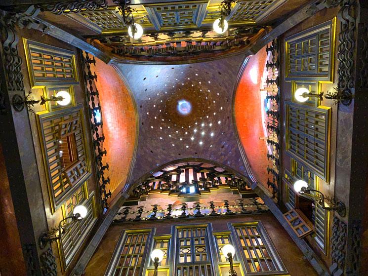 グエル邸 中央サロンのドーム天井