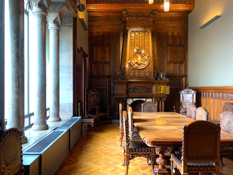 グエル邸 主階の食堂
