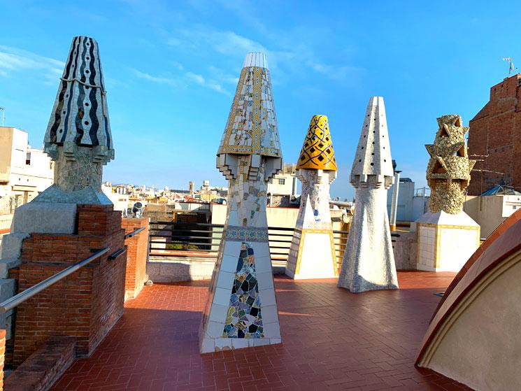 グエル邸の屋上 トレンカディス装飾の煙突
