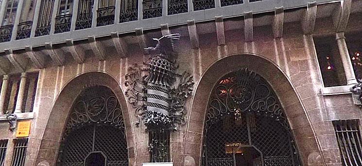 グエル邸 鷹の装飾